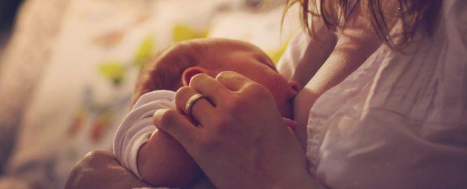 Stillen: Gesund für Mama und Baby 12 gute Gründe zum Stillen 1. Muttermilch ist so gesund für dein Baby 3. Stillen schützt vor Übergewicht Muttermilch beruhigt und hilft beim Einschlafen