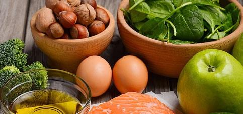 Gesunde Ernährung für stillende Mütter. Was ist während der Stillzeit erlaubt? Welche Nahrungsmittel sind beim stillen verboten? Wiehoch ist der Kalorienverbrauch einer stillenden Mutter #Stillen #Ernährung #Gesund #Jod #Eisen #Smoothie