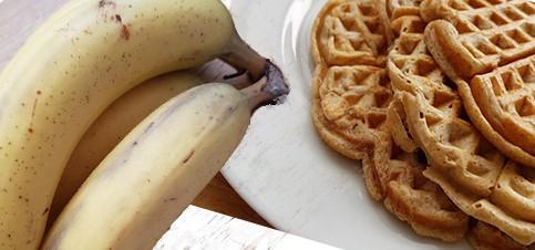 Hier gibt es ein ultra leckeres Gesundes Waffel Rezept ohne Zucker und Ei, dafür leckere Waffeln mit Banane, die Waffeln sind auch schon für Babys ab Beikoststart geeignet.