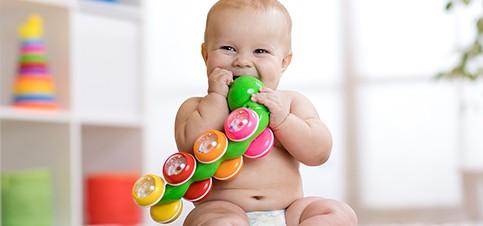 --> Welche Beschäftigung für ein 6 Monate altes Baby gibt es? Wie kann man die Beschäftigung für ein Baby sinnvoll und am eigenen Geschehen beteiligt anbieten. ✨ Tipps aus der Erfahrungskiste einer Mama mit Baby und Kleinkind