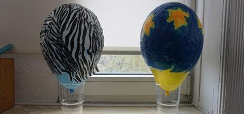 Material für Kinderleichte Laterne basteln aus einem Luftballon und Transparentpapier. Luftballon Laterne basteln mit Kleinkind Vorlage gibt es hier. Basteln mit Kindern