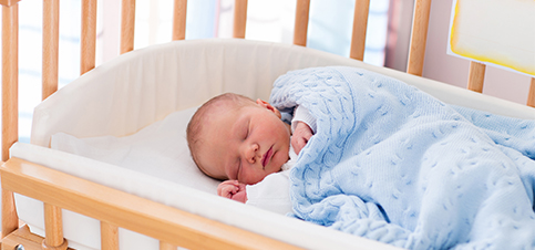 Baby Beistellbett Tipps zum online kaufen. Beistellbett Vor und Nachteile babybay fabimax waldin