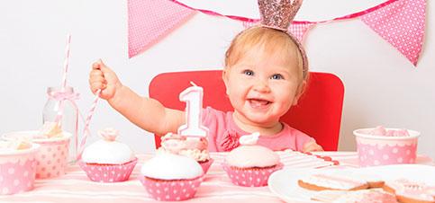 Babys erster Geburtstag Geschenke - Wie Babys ersten Geburtstag feiern - Baby 1 Jahr alt Entwicklung