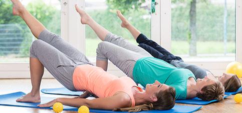Ab wann kann Mama mit der Rückblidung nach Geburt und Schwangerschaft beginnen? Schon im Wochenbett. Mehr Infos, Übungen und Erfahrungen zur Rückbildung -->
