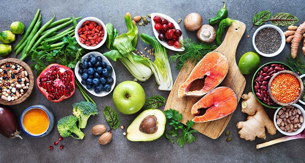 Superfoods für die Schwangerschaft geben dir deine Energie zurück, daher werden sie auch Powerfood genannt. Hierzu gehören Bohnen und Linsen, Mageres Fleisch, Artischocken, Brokkoli und Joghurt