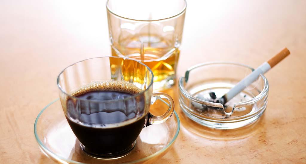 Verbotene Lebensmittel in der Schwangerschaft - Ein absolutes Nogo sind Alkohol und Zigarrette und auch bei Koffein sollte Vorsicht geboten sein