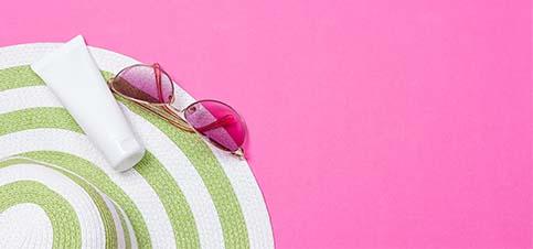 Sommerhut, Sommercreme, Sommerbrille, Sommeroutfit alles was Babys und Kinder im Sommer brauchen