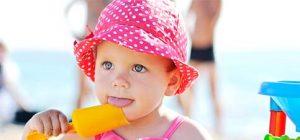 Mit Baby Sonnenhut Baby vor Sonne schützen