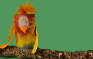 Papagei aus Klopapierrollen basteln mit kindern