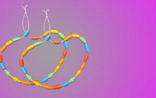 Papier Perlen basteln mit Kindern aus Zeitungspapier - Schmuck selber machen