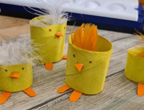 Eierbecher aus Klopapierrollen basteln